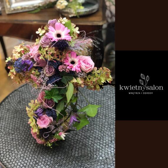 dekoracja_nagrobna_krzyz_w_kwiatach